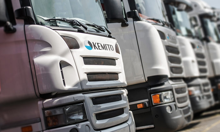 KEMITO's transport fleet consists of several tractor units and a variety of chassis and trailer types. This enables us to ship your products in the following forms: Trailer; ISO-Tank; Box container (20 and 40 feet); Single chamber tank truck; Double chamber tank truck each with or without trace heating.